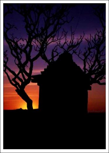 TempleSilhouette_Hampi_Fotolog_Chitralekhan